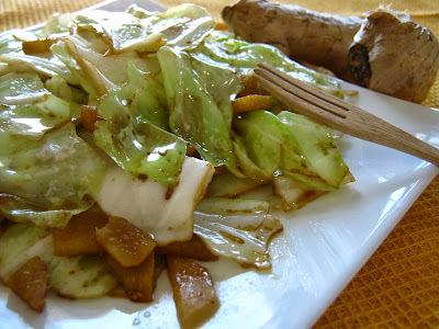 Temporada de saladas: repolho salteado com gengibre