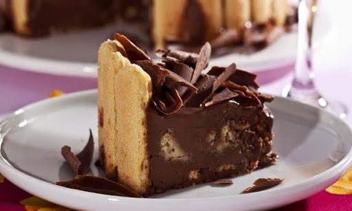 Torta de Chocolate com Biscoito Champagne