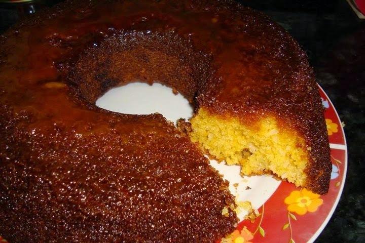 de bolo de fubá assado na boca do fogão