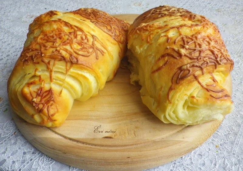 Croissant Rama Vajas íz margarinnal hajtogatva