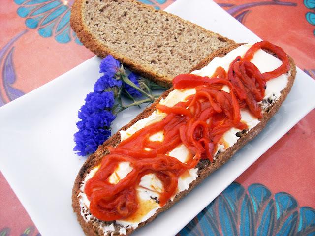 Pan de Centeno y Tostas con Pimentos del Cristal