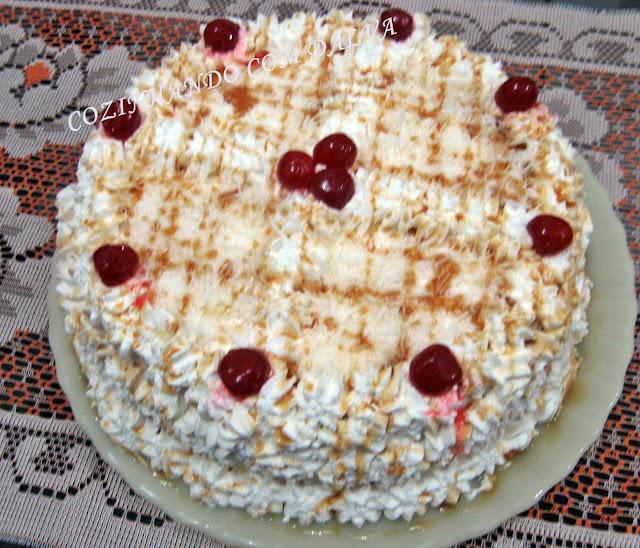 Torta Simples com Cobertura de Chantilly