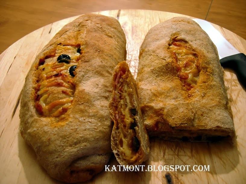 Pão recheado com queijo, presunto e azeitonas - Pain farci au jambon, au fromage et aux olives