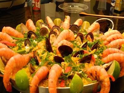 de paella de frutos do mar para 100 pessoas