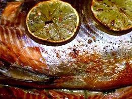 salmão inteiro no forno