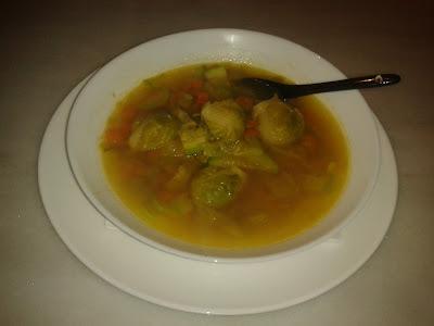 Sopa de verdures amb safrà i burballes de carabassí