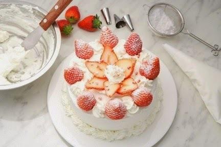 Pastel de fresas con crema batida facil