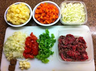de sopa legumes e carne batida no liquidificador