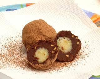 Trufas de chocolate recheadas com brigadeiro de cachaça