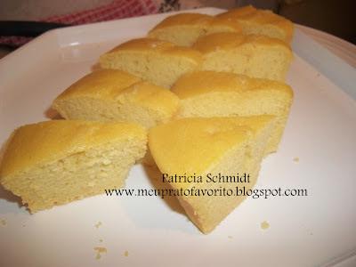 bolo de massa pronta feito com suco de laranja