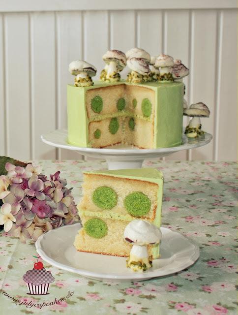 Cake with Meringue Mushrooms  -  POLKA DOTS CAKE