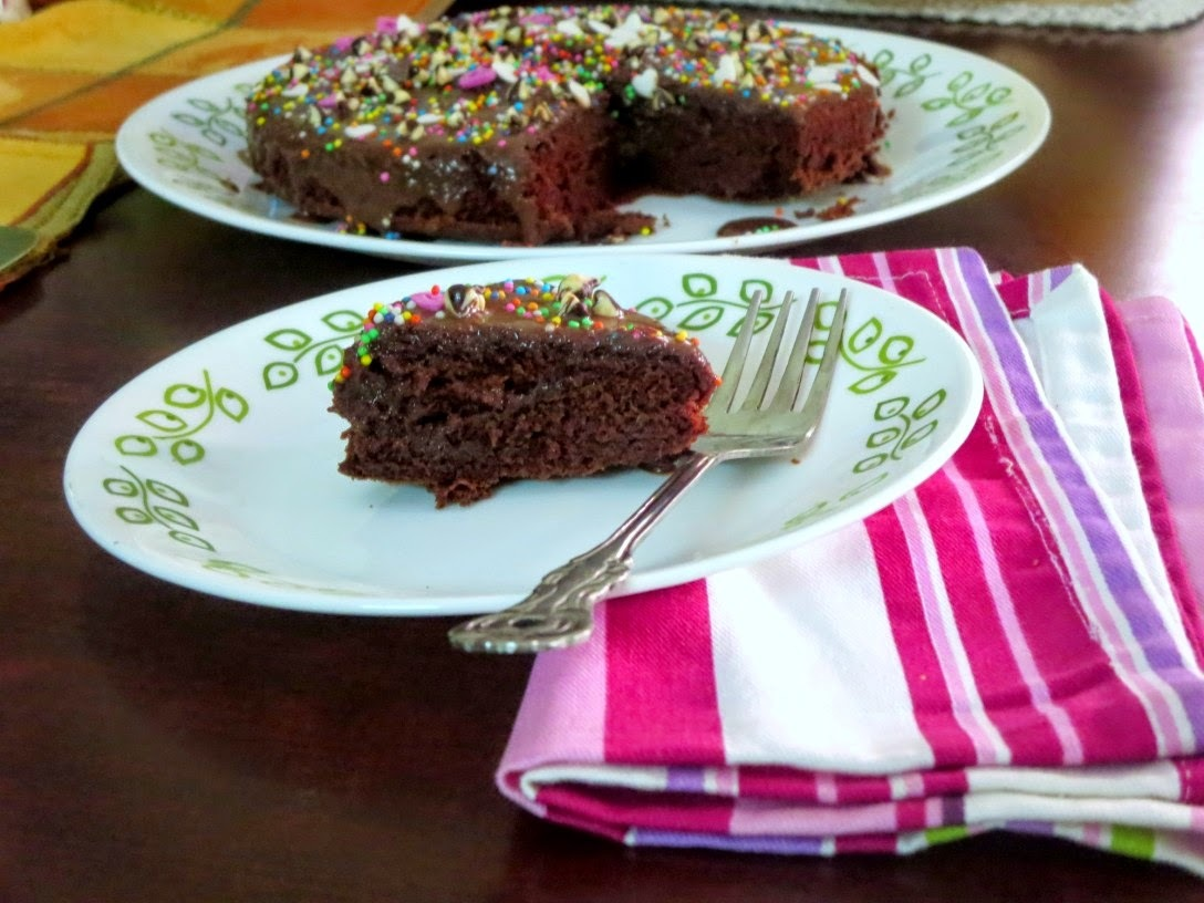 Eggless Chocolate Cake with Fudge Icing Recipe ~ Step by Step Eggless Chocolate Cake