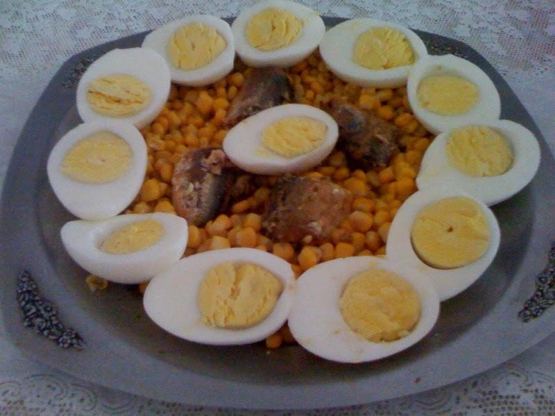 salada com sardinha enlatada