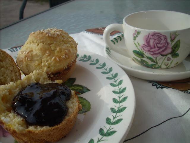 Sesame mini muffins
