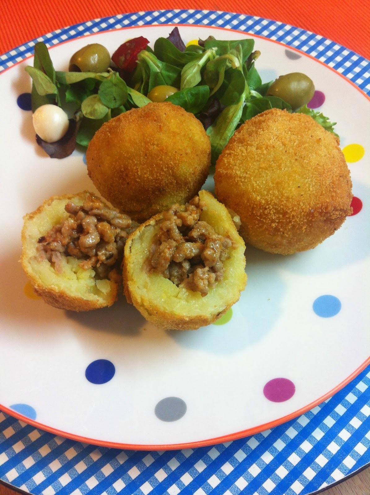 Bombas De Patata Rellenas De Carne