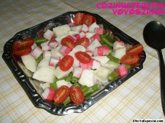 Salada de vagem,cará,kani-kama e tomate cereja