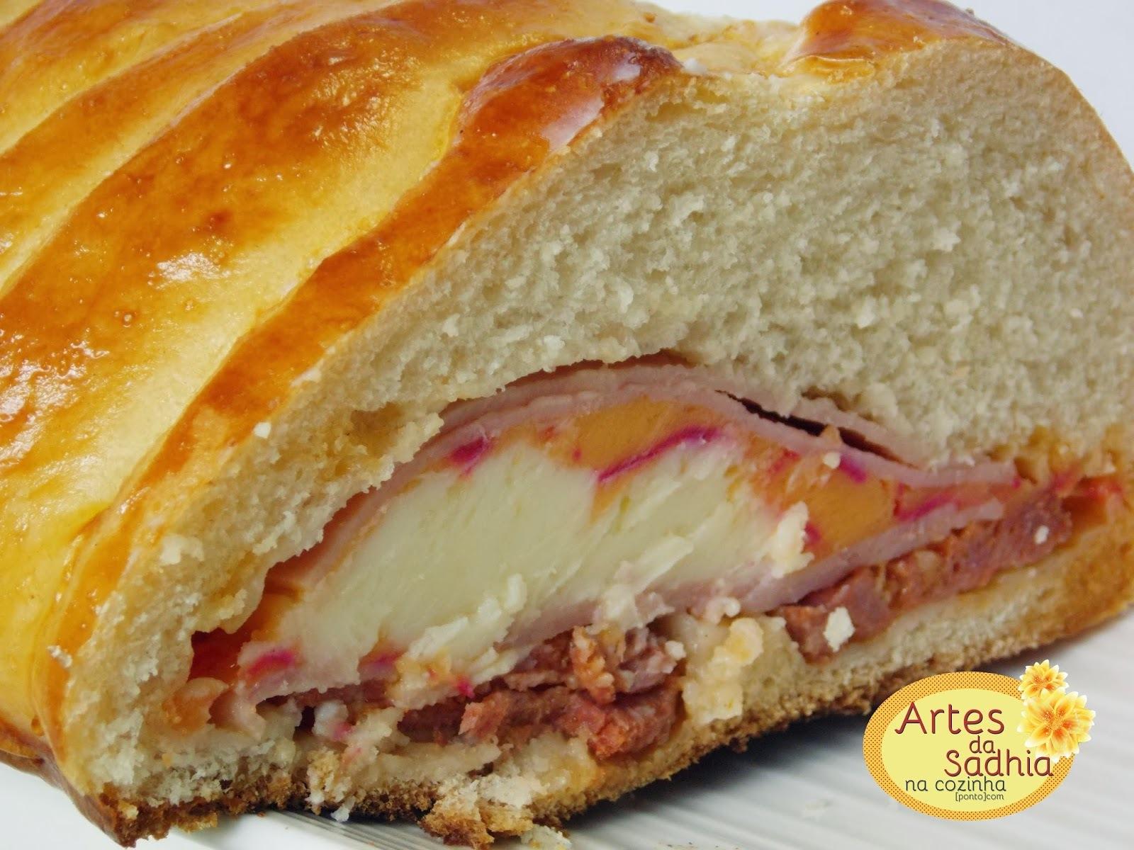 Pão recheado da léia com dois queijos e peperoni