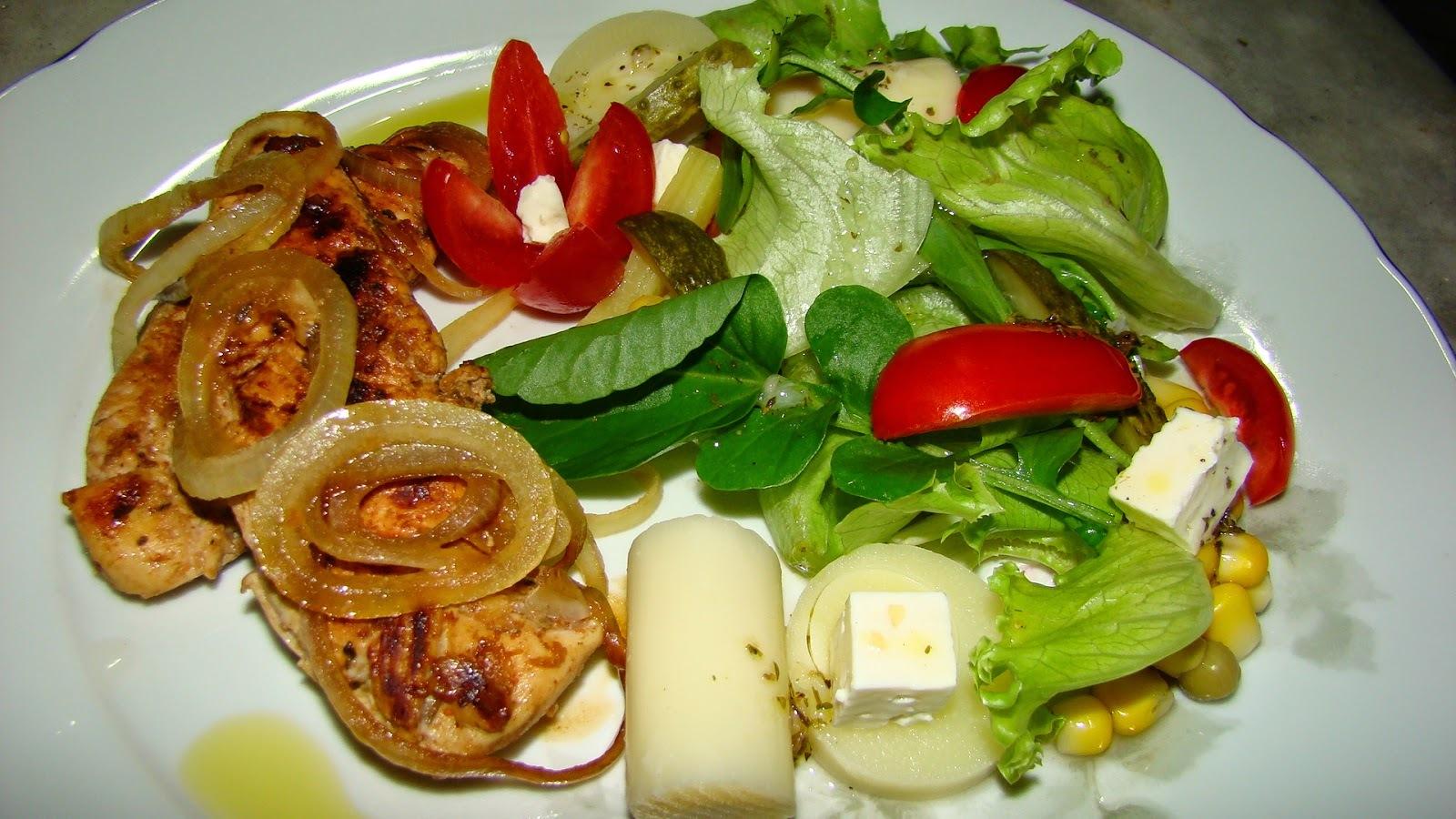 Frango Grelhado ao Aceto Balsâmico e Salada Fresca
