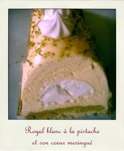 Royal blanc à la pistache et son coeur meringué