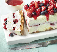 WHITE CHOCOLATE BERRY CHEESE CAKE