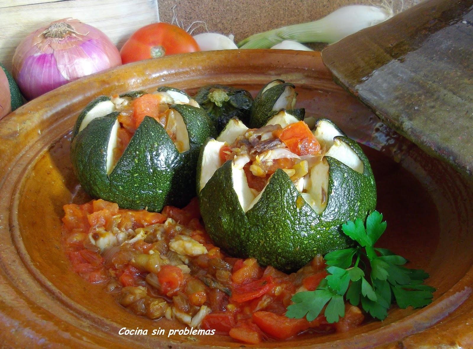 Calabacines rellenos con sofrito tradicional de caballa.