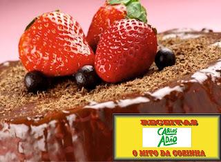 Receita Fácil Bolo de chocolate com cobertura cremosa