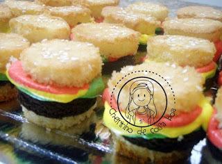 Cupcake hamburguinho