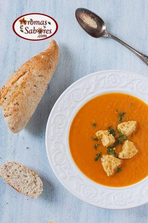 Sopa de cenoura e gengibre feita na panela de pressão