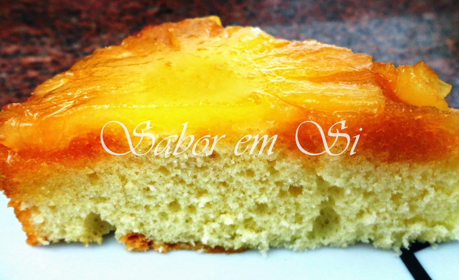 bolo de abacaxi caramelizado muito simples