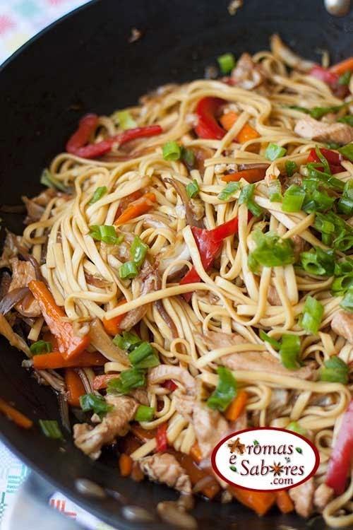 Yakisoba de frango com legumes - Lo mein