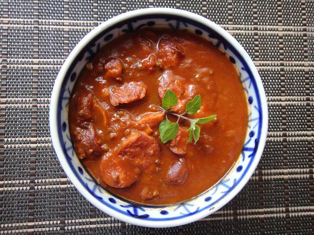 Molho de tomate e linguiça calabresa