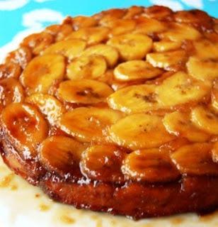 torta de banana de liquidificador caramelizada