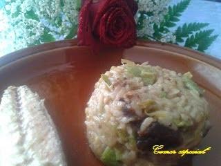 Arroz blanco con calabacín, puerro, apio y filetes de caballa