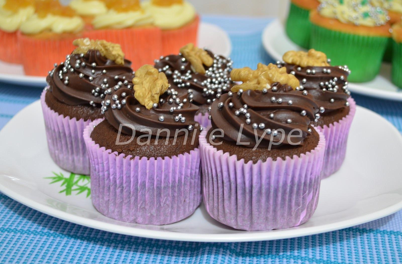 Cupcake de Cacau e Doce de Leite com Nozes