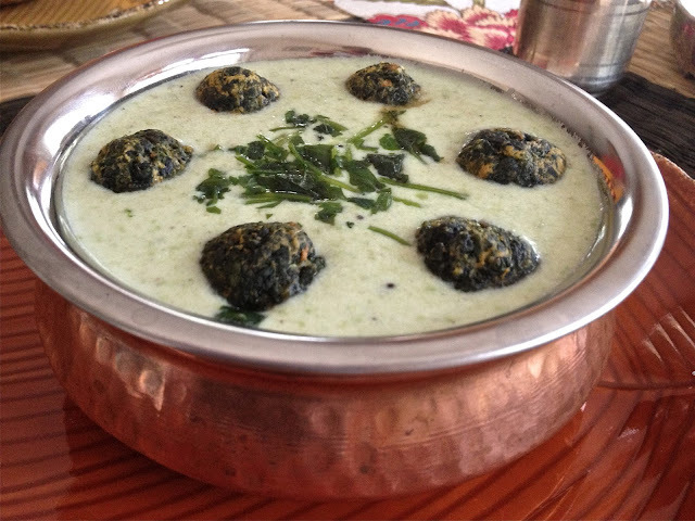 Kadi-Pakora with Spinach