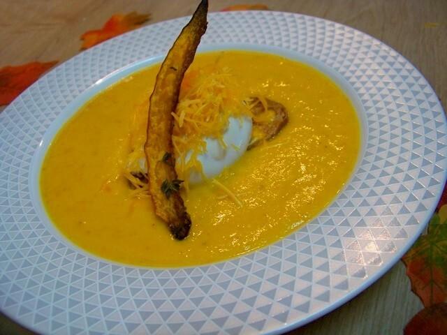 Velouté de potimarron, maïs, lard de Colonnata à la Mimolette et oeuf poché sur son croûton
