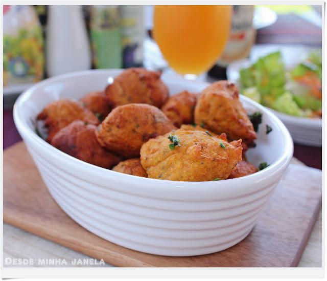 Bolinhos fritos de batata doce ao curry com ervas