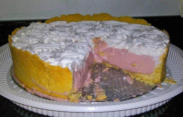 torta de morango com chantilly e gelatina