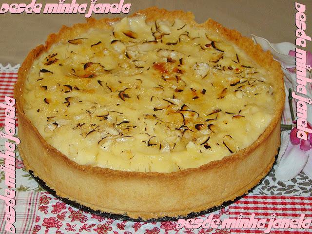 Torta recheada com maçã e creme de baunilha