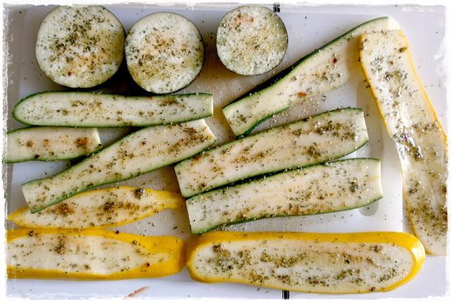 Grilovaná karamelizovaná letná zelenina so syrom cottage