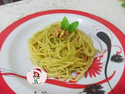 Espaguete natalino ao molho pesto especial