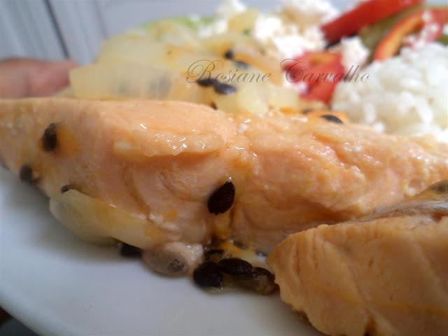 de salmao assado com molho de camarao