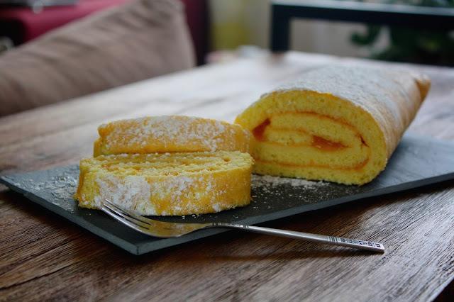 Biscuit roulé à la confiture d'abricots & sirop de litchi