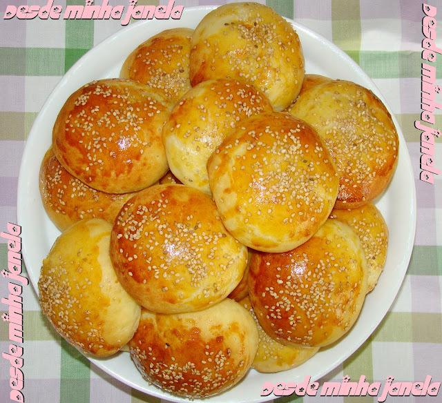 Pãezinhos de batata recheados com frango