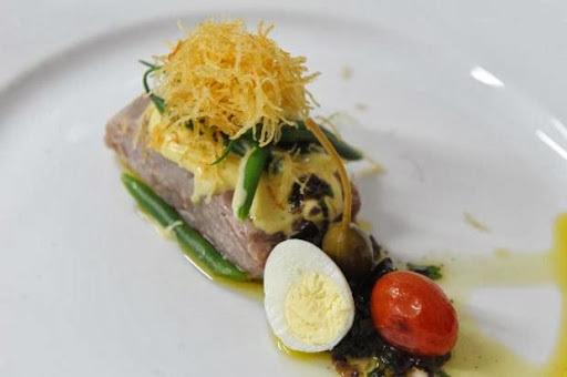 Salada Niçoise com Cabelinho de Anjo de Batata