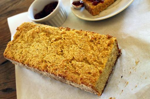 Pão de Banana-da-terra com Linhaça Dourada