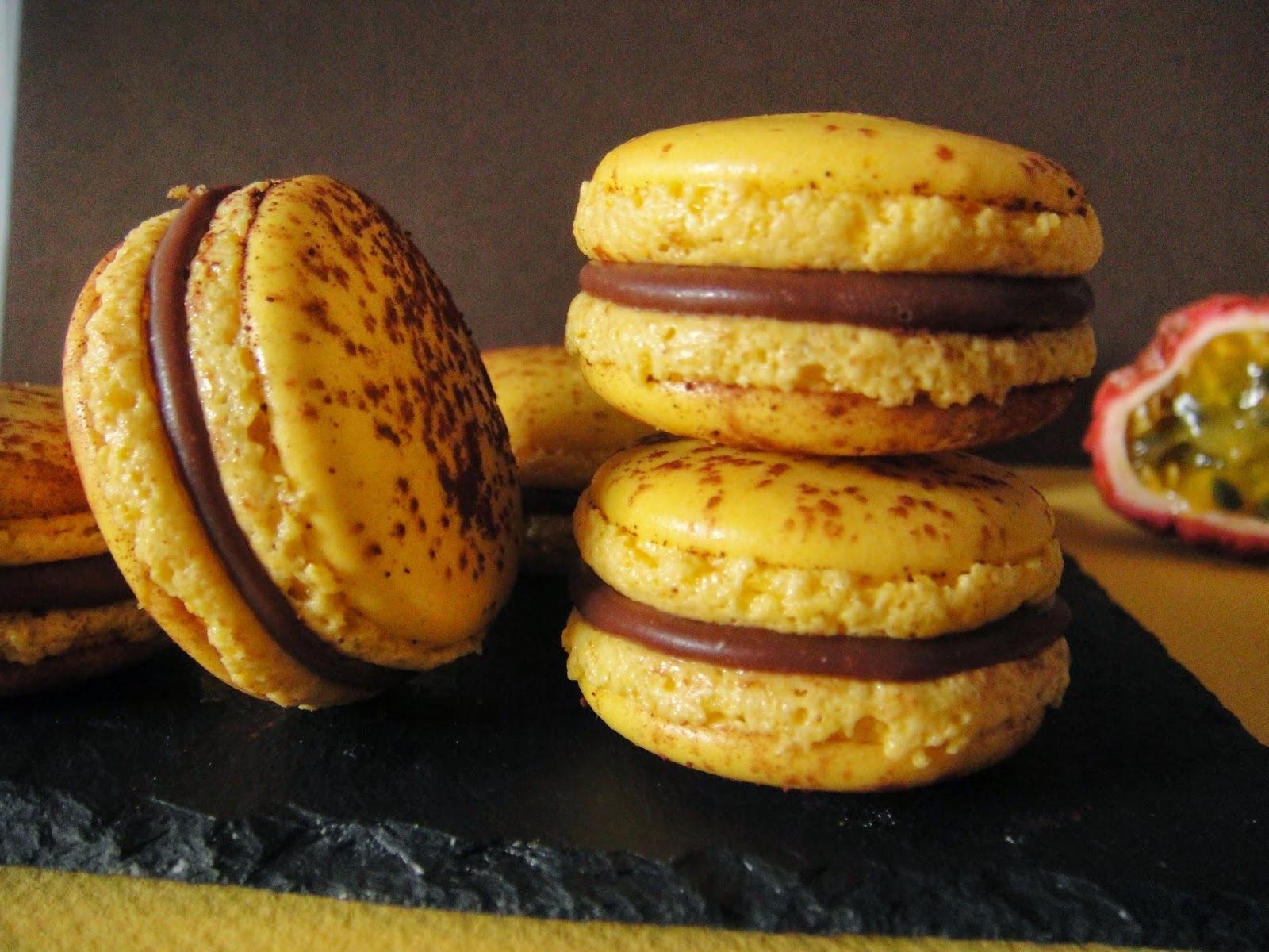 Macarons Mogador : chocolat au lait & fruit de la passion (recette de Pierre Hermé)