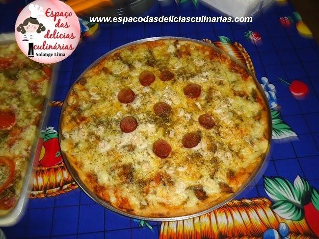 Pizza de sardinha, calabresa, palmito e queijo