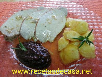 Lomo de cerdo al horno con salsa de ciruelas pasas