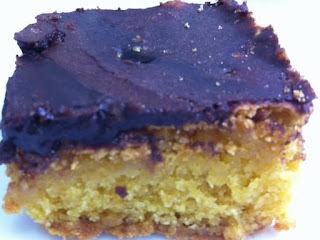 Bolo Fudge de Cenoura com Cobertura durinha de Chocolate